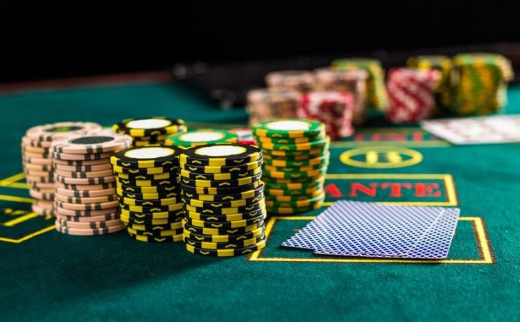 how-can-online-casino-players-can-improve-2-stacks-of-fiches