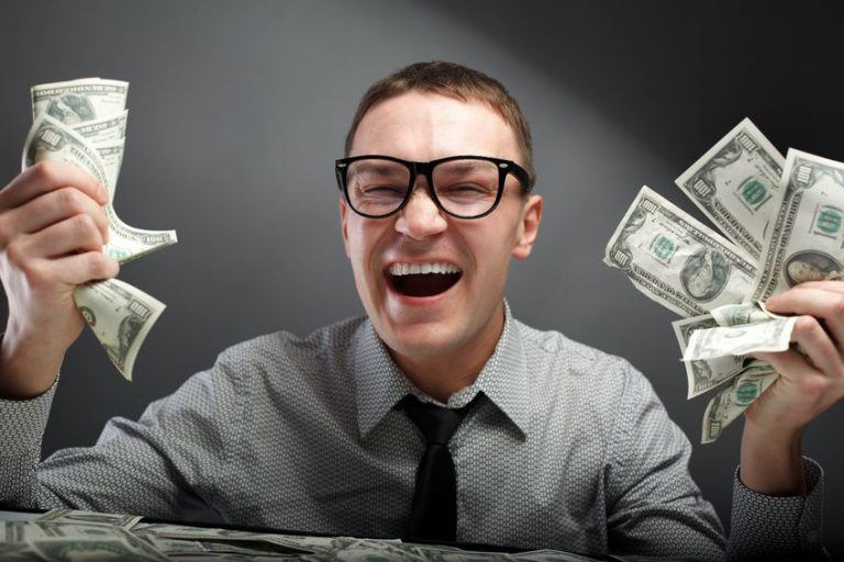 5-facts-about-progressive-jackpot-slots-man-met-geld-768x512